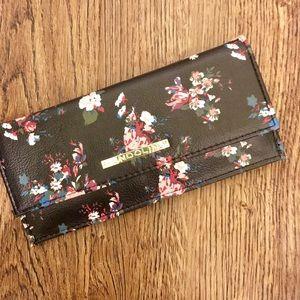 NWT BANDOLINO Floral Snap Wallet 🌸